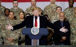 Ông Trump bất ngờ thăm Afghanistan, phục vụ món gà tây cho lính Mỹ ngày Lễ Tạ ơn