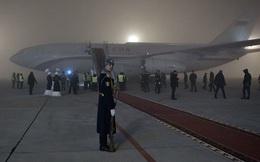Xem video máy bay chở Tổng thống Putin hạ cánh trong sương mù dày đặc