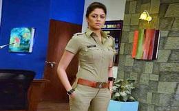 Nữ cảnh sát Ấn Độ xinh đẹp giả vờ cầu hôn với tội phạm rồi tóm hắn ngay tại chỗ hẹn hò
