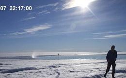 Thước phim tua nhanh hồ băng tan khô cạn bên dưới lớp băng Greenland