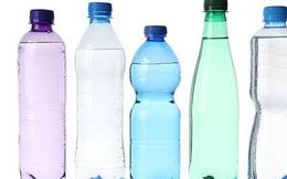 """Uống nước kiểu này, nhiễm hóa chất """"uốn cong giới tính"""""""