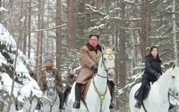 """Ngắm các Đệ nhất phu nhân thế giới thể hiện kỹ năng cưỡi ngựa """"điêu luyện"""""""