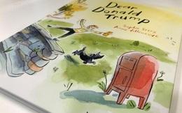 Cuốn truyện tranh về Tổng thống Trump trên bàn Thủ tướng New Zealand
