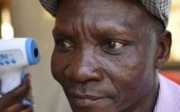 Người đàn ông 'xì hơi' một cái là chết cả đàn muỗi, được công ty diệt côn trùng săn đón như thần tượng