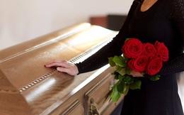 Khóc thương cho người quá cố suốt đám tang, cả gia đình bàng hoàng khi phát hiện trong quan tài không phải người nhà mình