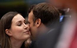 Ông Macron tươi cười cùng nữ thủ tướng trẻ nhất thế giới