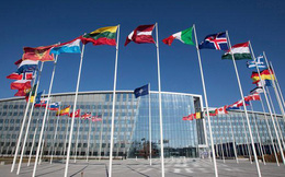 """Nội bộ đánh nhau """"sứt đầu mẻ trán"""", NATO mất uy trước Nga?"""