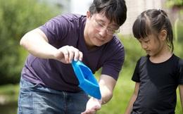 Không phải quát tháo hay đòn roi khi phạt con hư, bố mẹ hãy làm theo các chiến lược đơn giản mà hiệu quả sau đây