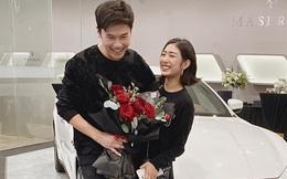 Vợ chồng Trang Lou khoe tậu xe hơi giá 5 tỷ vào kỉ niệm 9 năm bên nhau, cu Xoài cũng có xế hộp riêng không đụng hàng