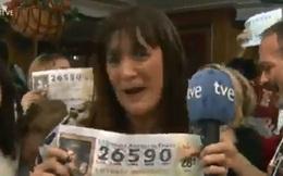 Đang truyền hình trực tiếp giải xổ số, nữ MC nhảy dựng lên khi phát hiện mình cũng trúng giải