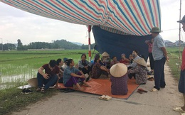 Người dân chặn xe rác vào bãi rác Nam Sơn lần thứ 3 trong năm