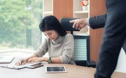 Nàng công sở bị sếp mắng thậm tệ vì mè nheo lương tháng thứ 13 nhưng lý do ông ta đưa ra khiến cô không cãi vào đâu được