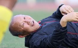 HLV Park Hang-seo bị Thành Chung xỏ háng khiến cả đội cười bò