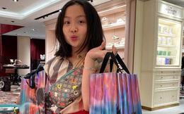 Con gái thứ hai của Phượng Chanel gây bão với phong thái xách túi shopping chuẩn rich kid, đúng là không đùa được với nhà giàu