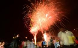 Pháo hoa đỏ rực một góc trời TP.HCM trong thời khắc đón năm mới 2020