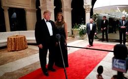 """Nghỉ lễ đón năm mới, TT Trump vẫn không quên chỉ trích đối thủ, nói luận tội là trò """"bịp"""""""