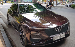 """Tranh cãi thân thế chiếc Vinfast Lux V8 biển kép siêu đẹp gây """"bão"""" mạng"""