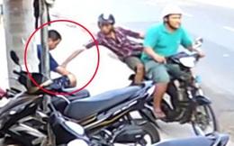 Bị truy đuổi, 2 thanh niên nghi cướp giật té ngã xuống đường nguy kịch ở Sài Gòn