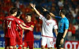 VAR xuất hiện như một người hùng, cứu U23 Việt Nam thoát khỏi quả penalty trông thấy
