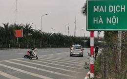 Va chạm với taxi, người đàn ông lăn ra đường ăn vạ nhưng hành xử của tài xế mới thực sự sốc