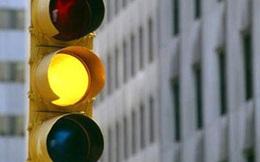 Lỗi vượt đèn vàng với lái xe ô tô bị phạt bao nhiêu tiền theo Nghị định 100?