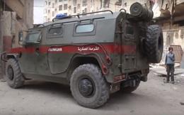 """Xe bọc thép Mỹ chặn đầu xe tuần tra Nga ở Syria: Hôm trước vừa làm ngơ, hôm sau """"tặng"""" ngay một vố bất ngờ"""