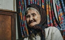 Mấy ai yêu đời được như cụ bà quyết tâm xin thoát nghèo:  Xuân xanh cũng đến 85, nếu bà trang điểm thì trăng rằm thua xa