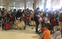 Sân bay Tân Sơn Nhất kín đặc người trong ngày đi làm cuối trước dịp nghỉ Tết