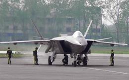 """Tiêm kích tàng hình J-20 Trung Quốc """"xông trận"""" không chiến cùng J-16 và J-10C"""