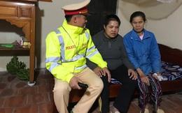 CSGT đưa người phụ nữ bị tâm thần về nhà an toàn ngày giáp Tết