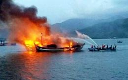 Ba tàu cá của dân miền Tây bốc cháy đêm 29 Tết