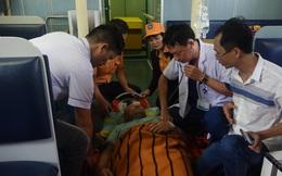 Cấp cứu thuyền viên Thái Lan bị tai biến, liệt nửa người khi đang trên biển