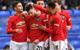 """Man United đại thắng không tưởng, Liverpool """"rước họa vào thân"""""""