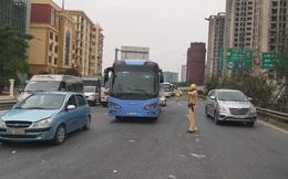 """Hình ảnh """"lạ"""" trên đường phố Hà Nội sau kỳ nghỉ Tết Nguyên đán"""