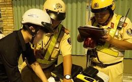 Bị CSGT dừng xe kiểm tra nồng độ cồn, đôi nam nữ phóng xe tháo chạy gây tai nạn trên đường phố Sài Gòn