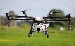 Nông dân Trung Quốc sử dụng drone để phun thuốc sát trùng cho cả ngôi làng