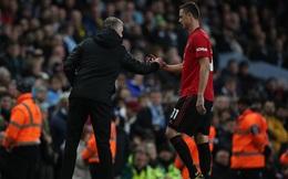 """Man United ôm hận trước Man City sau trận đấu kỳ quặc; Liverpool khẳng định sự """"vô đối"""""""