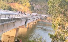 Người đàn ông 49 tuổi lái xe máy đến cầu rồi bất ngờ nhảy xuống hồ thủy điện