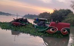 """""""Cát tặc"""" nhảy sông Sài Gòn tẩu thoát khi bị cảnh sát phát hiện"""
