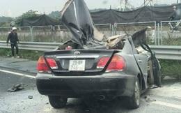 Xe Camry nát đầu sau cú tông vào đuôi ô tô tải trên cao tốc Pháp Vân - Cầu Giẽ