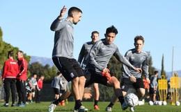 Lần đầu tập huấn cùng SC Heerenveen, Đoàn Văn Hậu phải biểu diễn trước cả đội