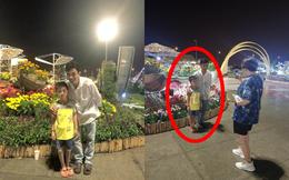 Chụp hộ bức ảnh cho hai cha con, cuộc hội thoại sau đó khiến nam thanh niên nghẹn ngào