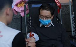 Người Hà Nội vượt qua nỗi lo lây nhiễm virus Corona, đến hiến máu cứu người