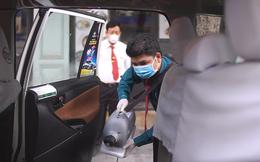 [VIDEO] - Tài xế taxi tại TP HCM được trang bị bình xịt phòng chống dịch Corona