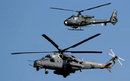 """Trực thăng Nga """"quần thảo"""" trên đầu lính Mỹ ở Syria"""