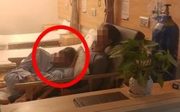 """Hình ảnh gây xúc động trọng bệnh viện, câu chuyện đằng sau lại càng khiến người ta """"cay mắt"""""""