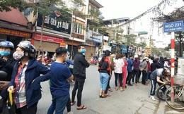 Người Hà Nội xếp hàng dài mua khẩu trang vải kháng khuẩn phòng dịch Covid-19