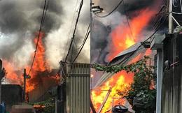 Hà Nội: Xưởng gỗ chưa đi vào hoạt động bốc cháy dữ dội, ngọn lửa bốc cao hàng chục mét