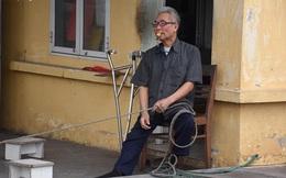 Ông lão khuyết tật tình nguyện làm 'barie sống' tại ngã tư 'tử thần' ở Hải Phòng