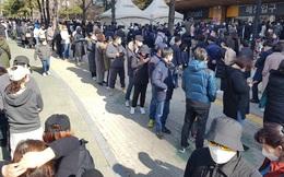 24h qua ảnh: Người dân Hàn Quốc xếp hàng dài mua khẩu trang